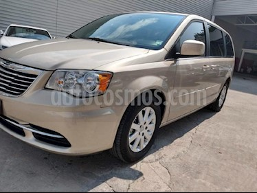 Foto venta Auto Seminuevo Chrysler Town and Country Touring 3.6L (2015) color Beige precio $279,000