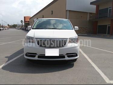 Foto venta Auto usado Chrysler Town and Country Touring Piel 3.6L (2016) color Blanco precio $309,000