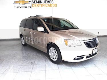 Foto venta Auto Seminuevo Chrysler Town and Country Touring Piel 3.6L (2014) color Cashmere precio $279,000