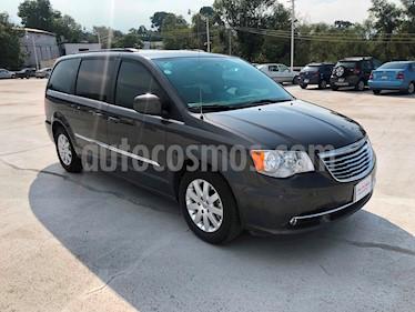 Foto venta Auto Seminuevo Chrysler Town and Country Touring Piel 3.6L (2015) color Granito precio $290,000