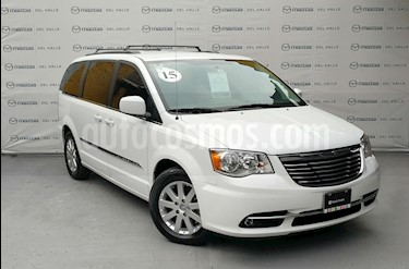 Foto venta Auto Seminuevo Chrysler Town and Country Touring Piel 3.6L (2016) color Blanco precio $370,000