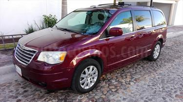 Foto venta Auto usado Chrysler Town and Country Touring Premium 4.0L (2008) color Vino Tinto precio $139,000