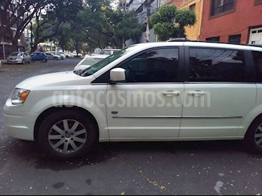 Foto venta Auto Seminuevo Chrysler Town and Country Touring Premium 4.0L (2009) color Blanco precio $125,000