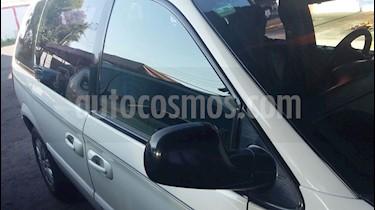 Foto venta Auto Seminuevo Chrysler Voyager 3.3L LX (Family Comfort) (2006) color Blanco precio $85,000
