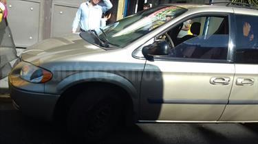 Foto venta Auto usado Chrysler Voyager 3.3L LX (2007) color Oro precio $82,000