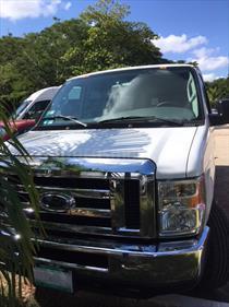 foto Ford Econoline E-350 Wagon 5.4L V8 (15 Pasajeros)