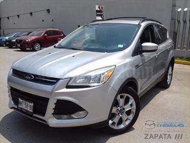 foto Ford Escape SE Plus con techo panoramico