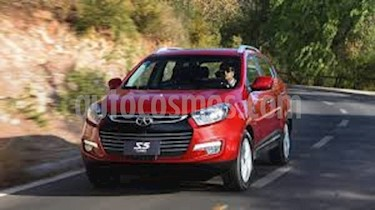 Foto venta carro Usado Ford Escape XLS Sinc. 4x2 (2018) color Rojo precio BoF7.000.000