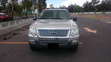 Foto venta Auto Usado Ford Explorer XLT 4x2 4.6L V8 3er. seat (2006) color Plata precio $108,000