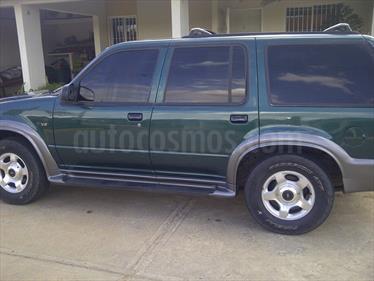 Foto venta carro usado Ford Explorer XLT 4x4 (2000) color Verde precio u$s1.800