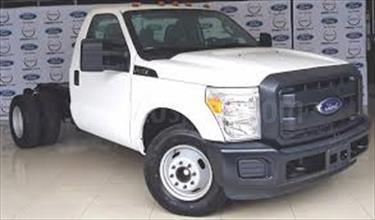 Ford F-350 6.2L 4x4 usado (2016) color Blanco Perla precio BoF380.000.000