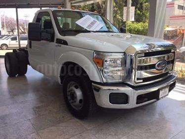 Ford F-350 6.2L 4x4 usado (2016) color Blanco Perla precio BoF260.000.000