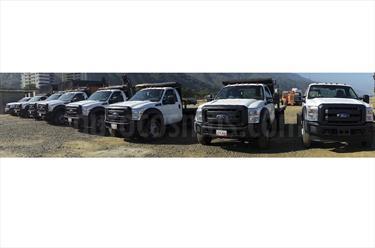 Ford F-350 6.2L 4x4 usado (2016) color Blanco Perla precio BoF270.000.000