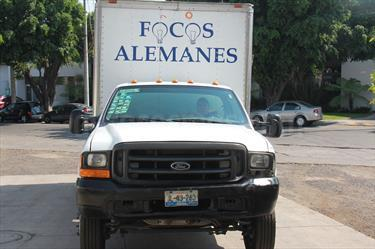 Foto venta Auto Seminuevo Ford F-450 XL 6.8L Super Duty (2001) color Blanco precio $140,000