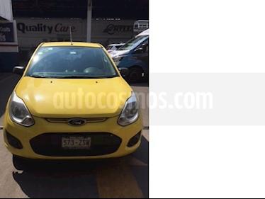 foto Ford Fiesta Ikon Hatch Ambiente