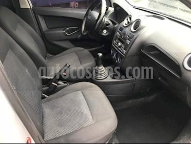 Foto venta Auto Seminuevo Ford Fiesta Ikon Hatch Ambiente (2015) color Plata precio $120,000