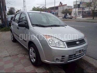 Foto venta Auto usado Ford Fiesta Kinetic Sedan SE Plus  (2007) color Gris Claro precio $150.000