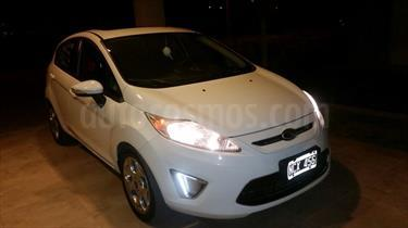 Foto venta Auto Usado Ford Fiesta Kinetic Titanium (2013) color Blanco Oxford precio $265.000