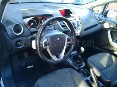 Foto venta Auto Usado Ford Fiesta Kinetic Titanium (2013) color Gris Plata  precio $215.000