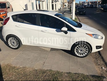 Foto venta Auto Usado Ford Fiesta Kinetic Titanium (2015) color Blanco Oxford