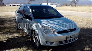 Foto venta Auto usado Ford Fiesta Max Ambiente (2006) color Gris Plata  precio $100.000