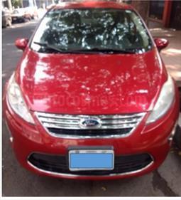 Foto venta Auto usado Ford Fiesta Sedan SE Aut (2011) color Rojo Granate precio $99,900