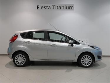 Foto venta carro usado Ford Fiesta Sedan Titanium Aut (2016) color Gris Antracita precio BoF330.000.000
