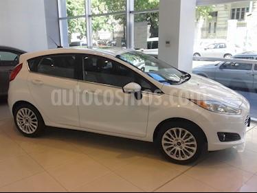 Foto Ford Fiesta 1.6L Aut usado (2016) color Blanco Oxford precio BoF18.818.100