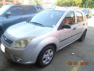 foto Ford Fiesta 1.6L usado (2010) color Plata precio u$s2.500