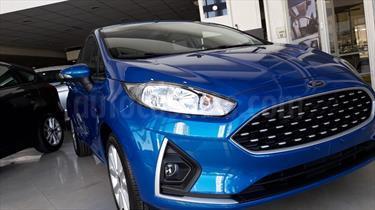 Foto venta carro usado Ford Fiesta 1.6L (2018) color Azul Perla precio BoF2.200.000