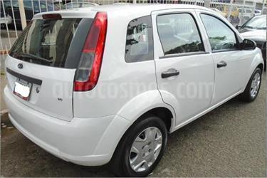 Ford Fiesta Move usado (2013) color Blanco Oxford precio BoF42.000.000