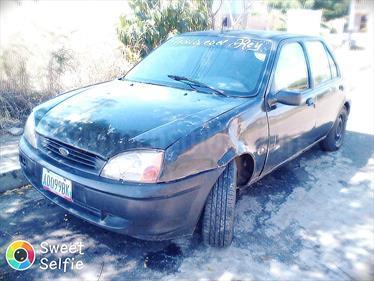 Foto venta carro usado Ford Fiesta sedan (2001) color Verde precio BoF25.000