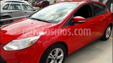 Foto venta Auto Seminuevo Ford Focus Hatchback SE Aut (2013) color Rojo Racing precio $125,000