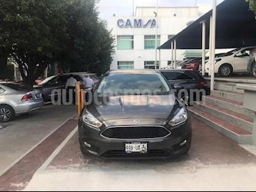 Foto venta Auto Seminuevo Ford Focus Hatchback SE Aut (2015) color Gris precio $209,900