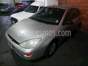 Foto venta Auto Usado Ford Focus One 5P Edge 1.6 (2001) color Gris Claro precio $130.000