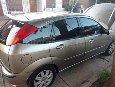Foto venta Auto usado Ford Focus 5P 2.0L Ghia (2003) color Champagne precio $125.000