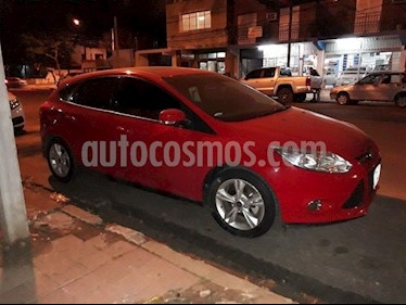 Foto venta Auto Usado Ford Focus 5P 2.0L SE Plus (2014) color Rojo Bari