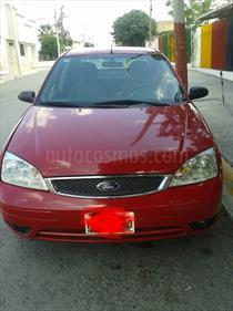 Foto venta Auto Usado Ford Focus SE Aut (2006) color Rojo precio $64,000