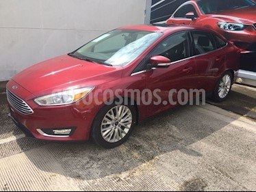 Foto venta Auto Seminuevo Ford Focus TITANIUM 4-ptas (2016) color Rojo precio $265,000