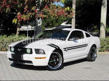 Foto venta Auto Usado Ford Mustang Coupe V6 Aut (2006) color Blanco precio $105,990