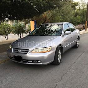 Foto venta Auto Seminuevo Honda Accord EX 2.3L (2002) color Plata precio $65,000