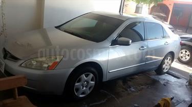 Foto venta Auto Seminuevo Honda Accord EX 2.4L (2005) color Plata precio $63,000