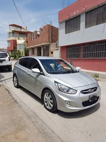 foto Hyundai Accent GL Sport Aut  usado (2015) color Plata precio u$s11,300