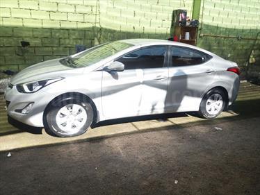 Hyundai Elantra 1.6 GLS  usado (2016) color Plata precio $9.500.000