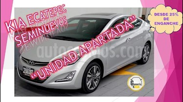 Foto venta Auto Seminuevo Hyundai Elantra Limited Tech Aut (2015) color Plata precio $215,000