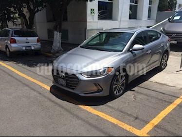 Foto venta Auto Usado Hyundai Elantra LIMITED TECH NAVI (2017) color Plata precio $268,900