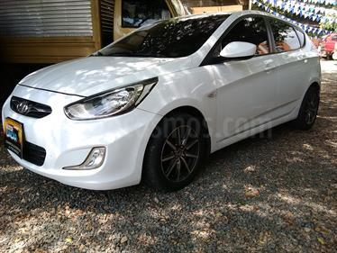 Hyundai i25 1.4 Aut usado (2012) color Blanco precio $35.000.000