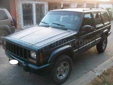 Foto venta carro usado Jeep Cherokee Classic  Auto. 4x4 (1997) color Verde Oliva precio u$s1.900