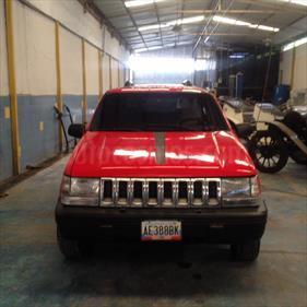 Jeep Cherokee Classic  Auto. 4x4 usado (1998) color Rojo precio BoF40.000.000