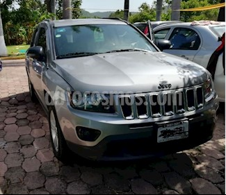 Foto venta Auto Usado Jeep Compass 4x2 Latitude Aut (2014) color Plata precio $220,000